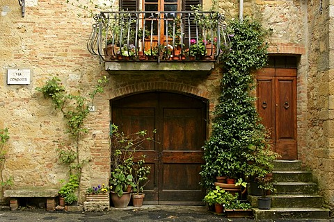 Romantic alley in Pienza, Tuscany, Italy