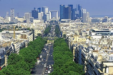 Paris, look of the triumphal arch about the Avenue de la grandee army to La Defense