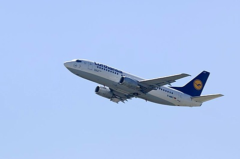 Lufthansa Boeing 737 - 300 shortly after the start
