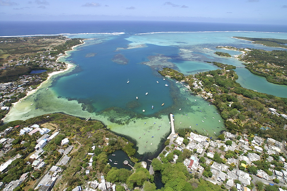 Aerial view, coral banks, ocean and hotel resort, Mauritius, Mascarenes, Indian Ocean