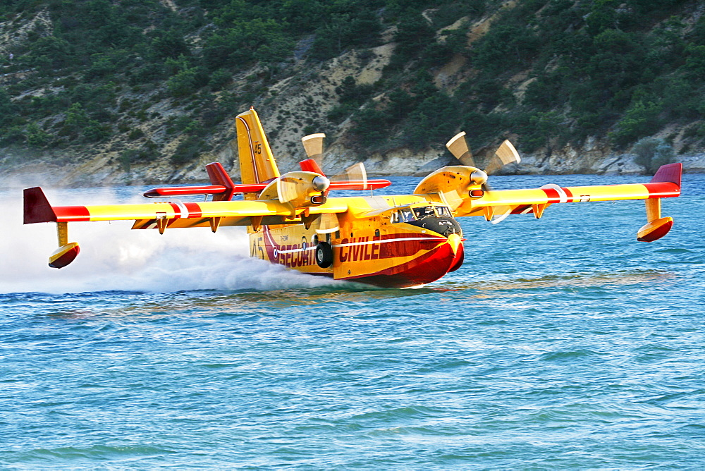 Fire-fighting plane Securite Civile Lac de St. Croix Provence France - 832-333967