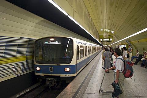 Underground station Karlsplatz ( Stachus ) in Munich