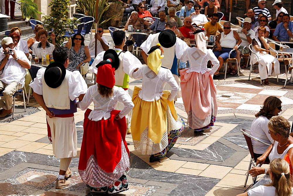 Traditional dancers in costume, Pueblo Canario, Doramas Park, Las Palmas de Gran Canaria, Spain