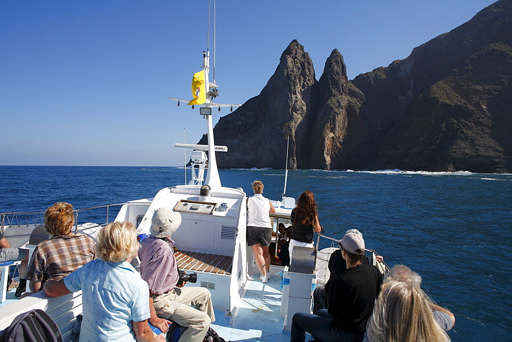 Roque de los Organos, organ pipes rock, view from boat, La Gomera, Canary Islands, Spain - 832-336888