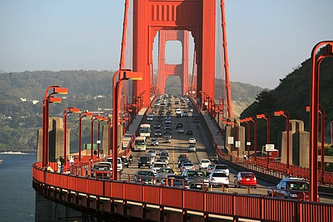 Rush hour on the Golden Gate Bridge, San Francisco, California, USA