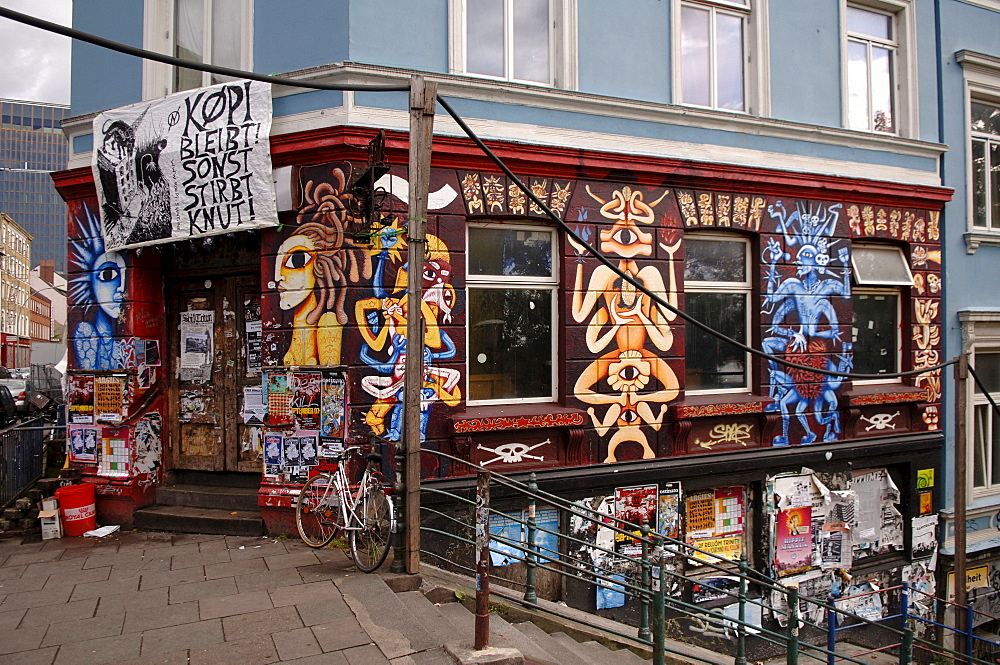 Graffiti on a house, St. Pauli district, Hamburg, Germany, Europe