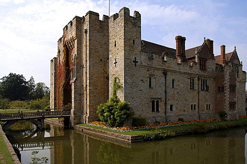 Hever Castle with a moat and a drawbridge, Hever, County of Kent, England, Great Britain, Europe