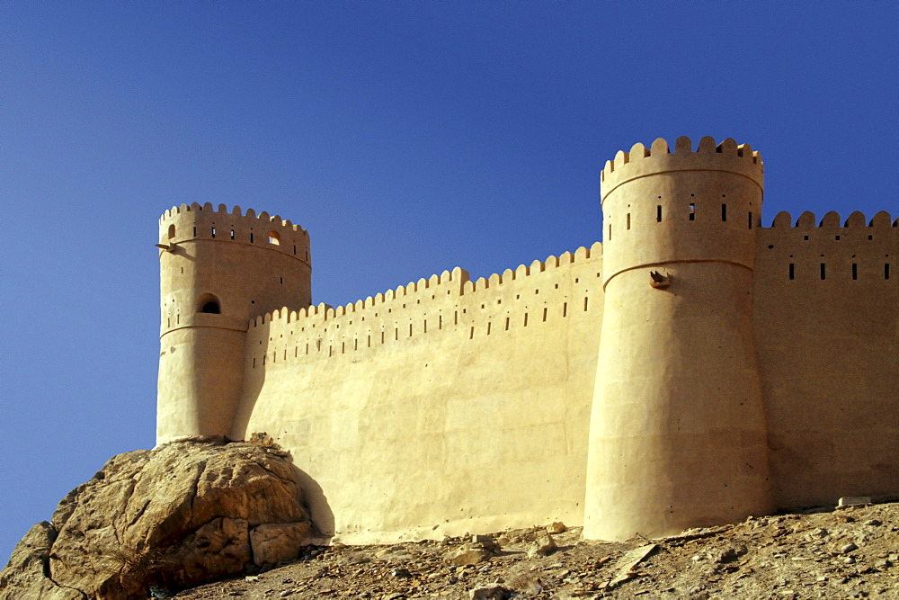 The Fortress of Nakhl, situated on a hill, Oman, Arabia, Arabic Peninsula, Middle Asia, Asia