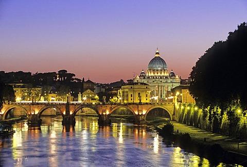 Tiber River, Ponte Sant'Angelo, Bridge of Angels, Basilica of Saint Peter, Rome, Latium, Italy, Europe