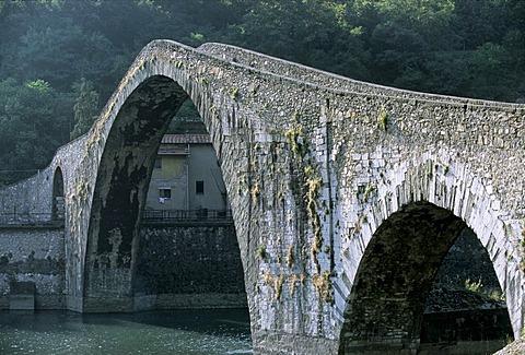 Ponte della Maddalena, Ponte del Diavolo, Devil's bridge, Borgo a Mozzano, Lucca province, Tuscany, Italy, Europe