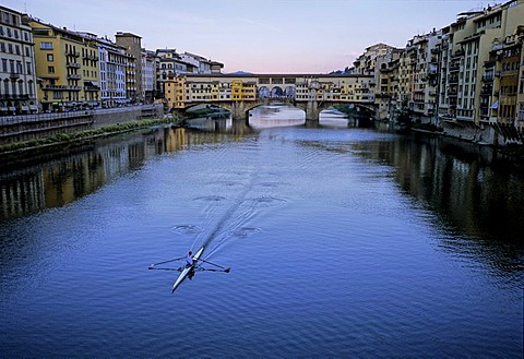 Rower on the Arno River in front of Ponte Vecchio Bridge, Florence, Firenze, Tuscany, Italy, Europe