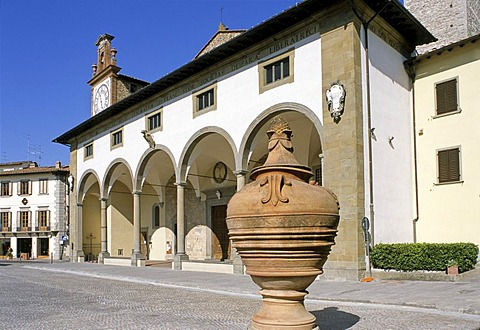 Terracotta vase in front of the parish church, Buondelmonti Square, Impruneta, Chianti, Florence, Firenze, Tuscany, Italy, Europe