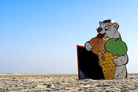 Ice bear at the beach