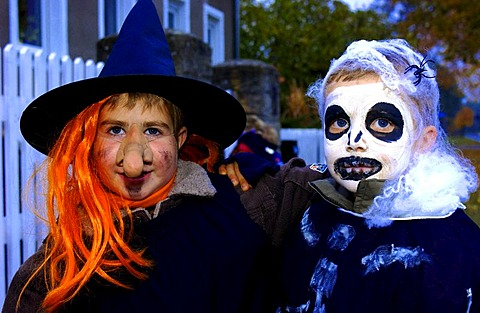 Kids dressed up for Halloween| - 832-345766