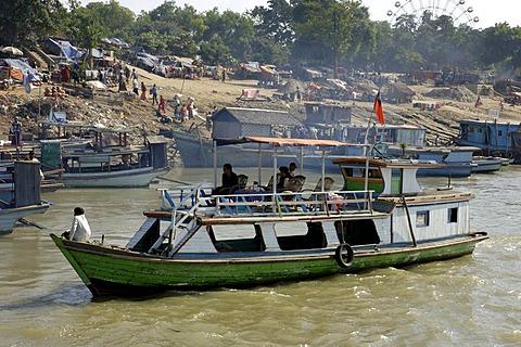 Harbour scene at river Irrawaddy, Mandalay, Myanmar, Burma