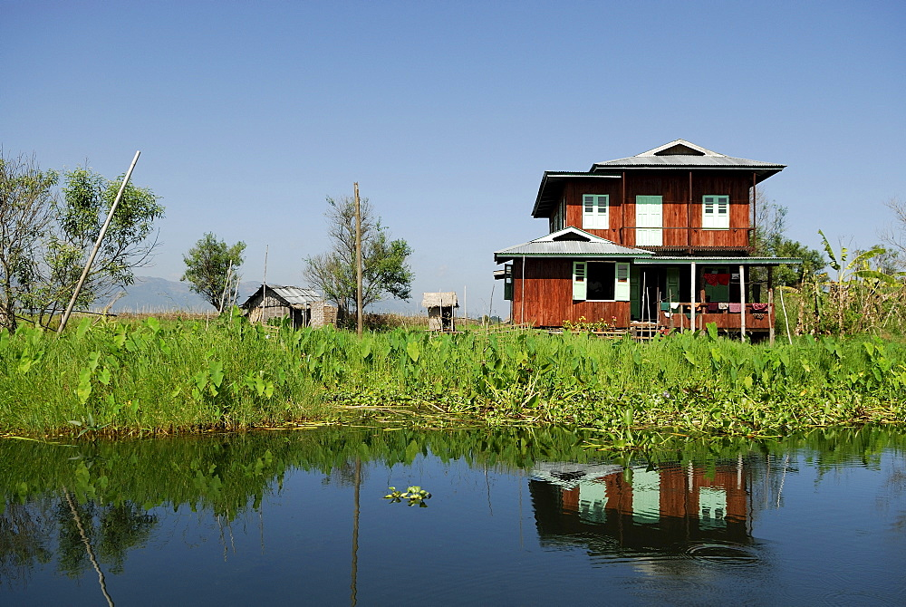 Burmese house, Inle Lake, Myanmar, Burma, South East Asia