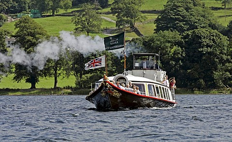 Coniston, GBR, 21. Aug. 2005 - Steam yacht GONDOLA on Coniston Water in the Lake District.
