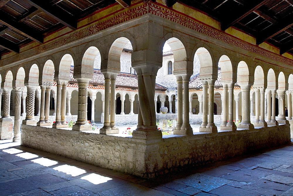 Cloister of the church of Fillina, Veneto, Italy, Europe
