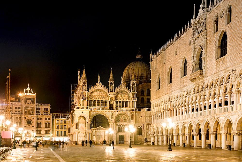 Illuminated Palazzo Ducale di Venezia and Basilica di San Marco, Doge's Palace and St. Mark's Basilica, Venezia, Venice, Italy, Europe