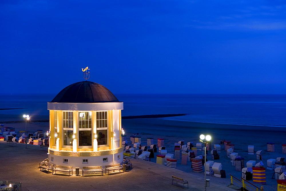 Pavilion, Wandelhalle, sea front, evening, Borkum, East Frisian Islands, East Frisia, Lower Saxony, Germany, Europe