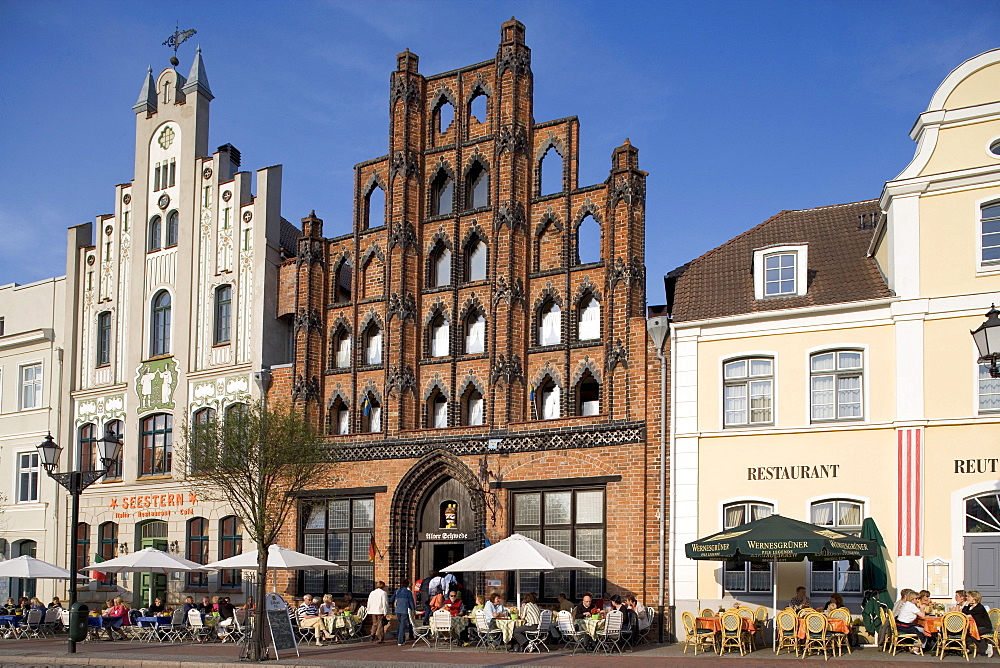 """Alter Schwede"" Guesthouse, from 1380, at the Wismar Marktplatz Square, Mecklenburg-Western Pomerania, Germany, Europe"