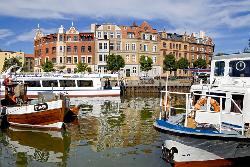Excursion boats in the harbour, Stralsund, Baltic Sea, Mecklenburg-Western Pomerania, Germany, Europe