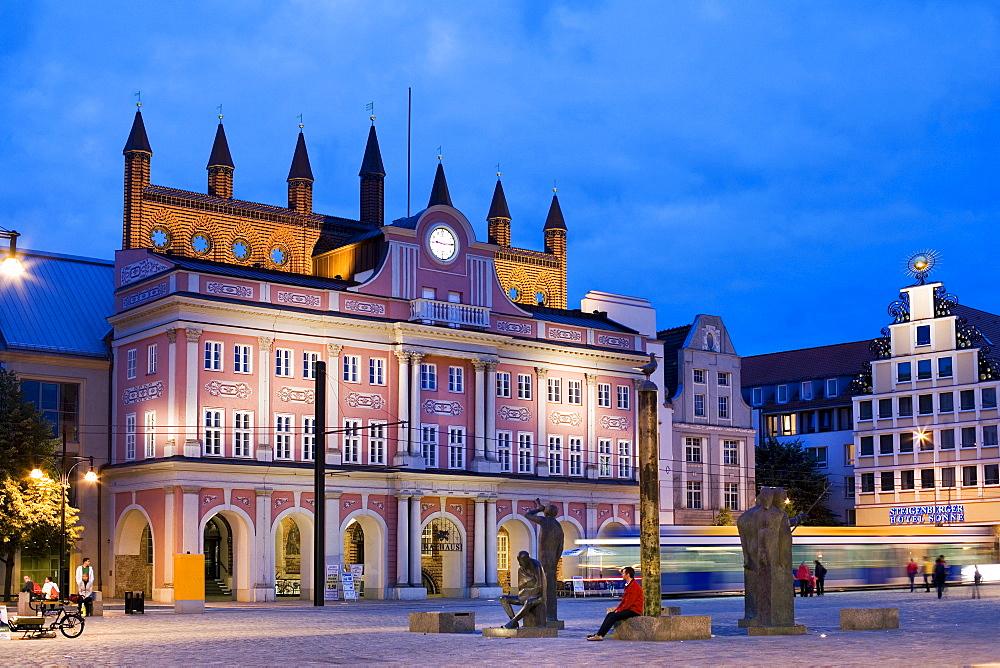 Illuminated City Hall, Neuer Markt, Rostock, Mecklenburg-Western Pomerania, Germany, Europe