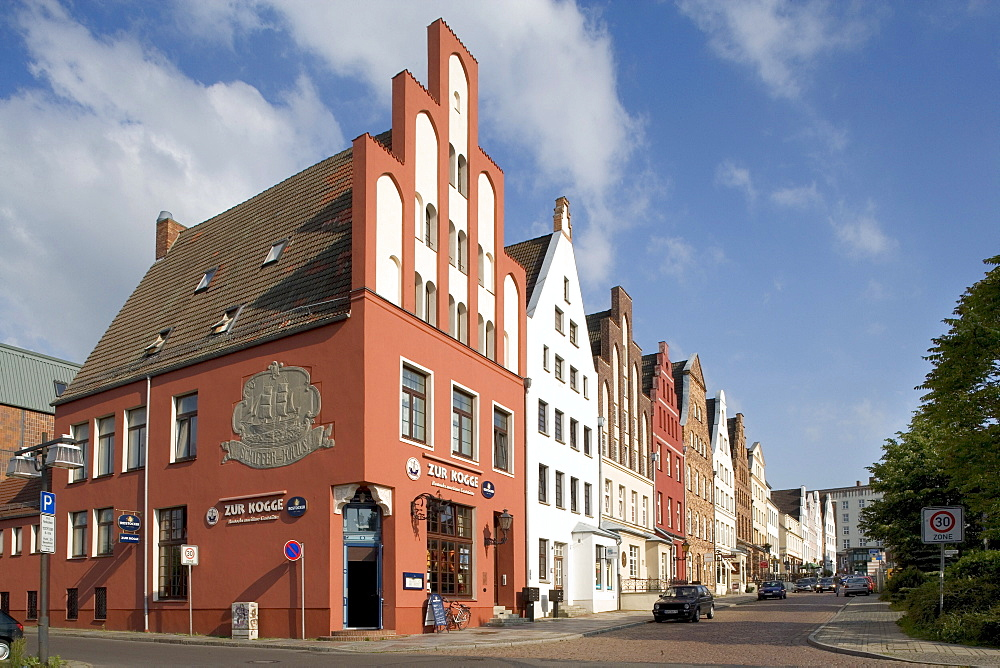 Zur Kogge Restaurant, gabled houses, Wokrentenstrasse, Rostock, Mecklenburg-Western Pomerania, Germany, Europe