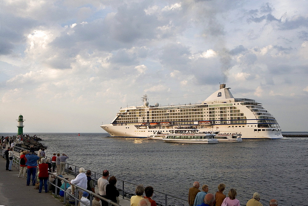 Cruise ship, Seven Seas Voyager, in the port exit, Warnemuende, Rostock, Baltic Sea, Mecklenburg-Western Pomerania, Germany, Europe