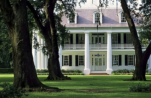 Houmas House Plantation at the Mississippi River