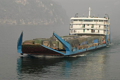 Freighter on the Jangtze River near Yichang, China