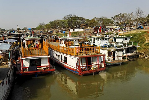 Boats in the harbour of Mandalay, Irrawaddy river, Myanmar