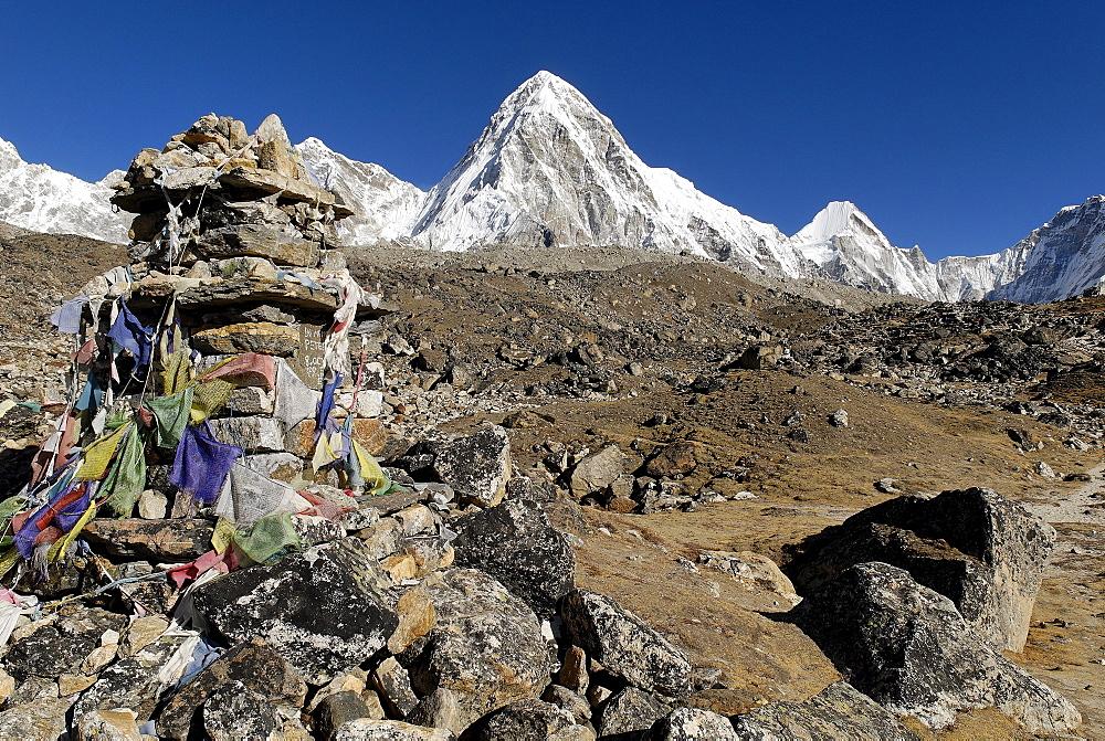 Khumbu glacier with Pumori (7161), Khumbu Himal, Sagarmatha National Park, Nepal