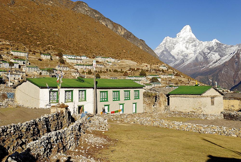 Sherpa village Khumjung with Ama Dablam (6856), Sagarmatha National Park, Khumbu, Nepal