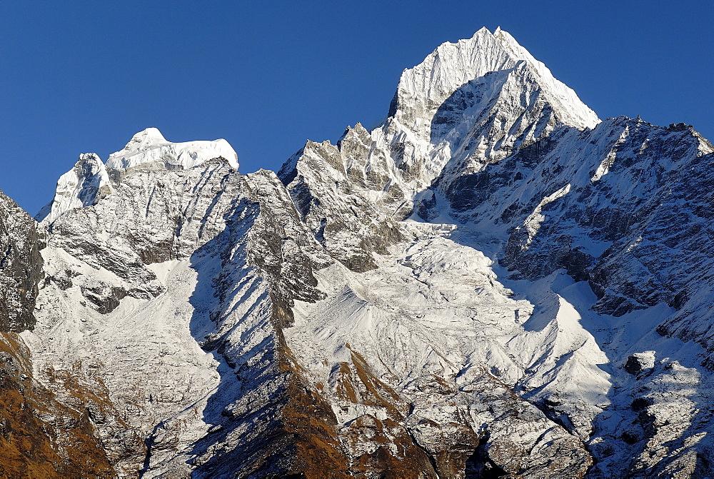 Thamserku peak (6608), Khumbu Himal, Sagarmatha National Park, Nepal