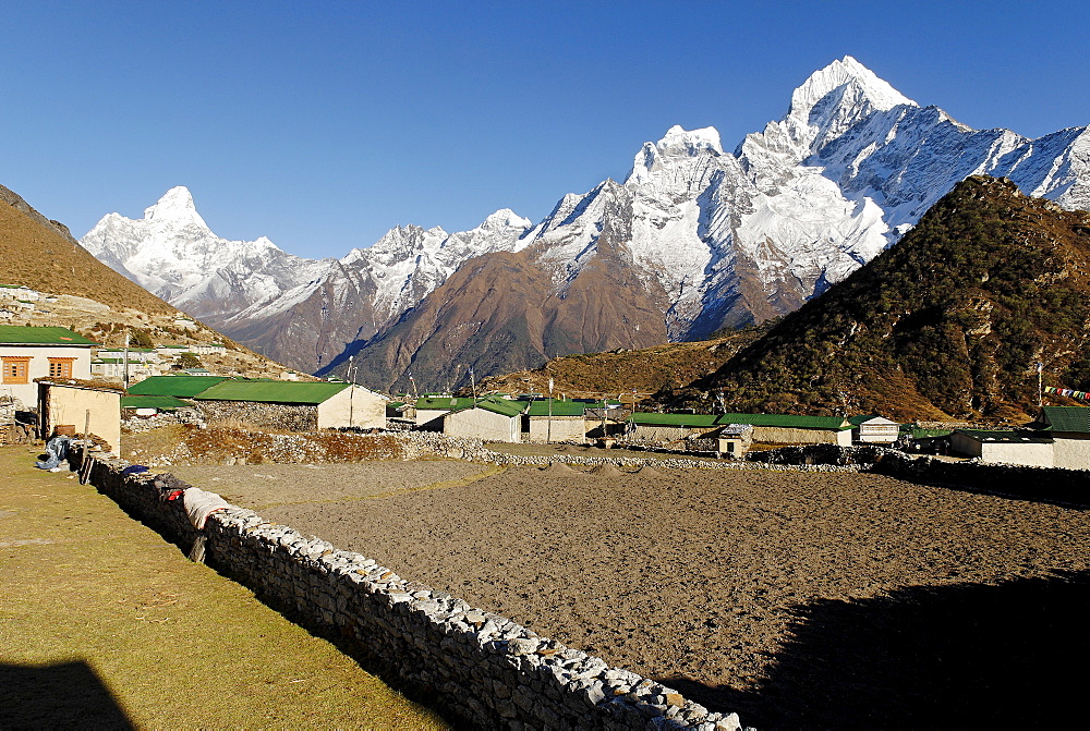 Sherpa village Khumjung with Thamserku (6608) and Ama Dablam (6856), Sagarmatha National Park, Khumbu, Nepal