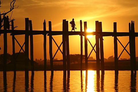 U-Bein Bridge at sunset, Amarapura, Myanmar