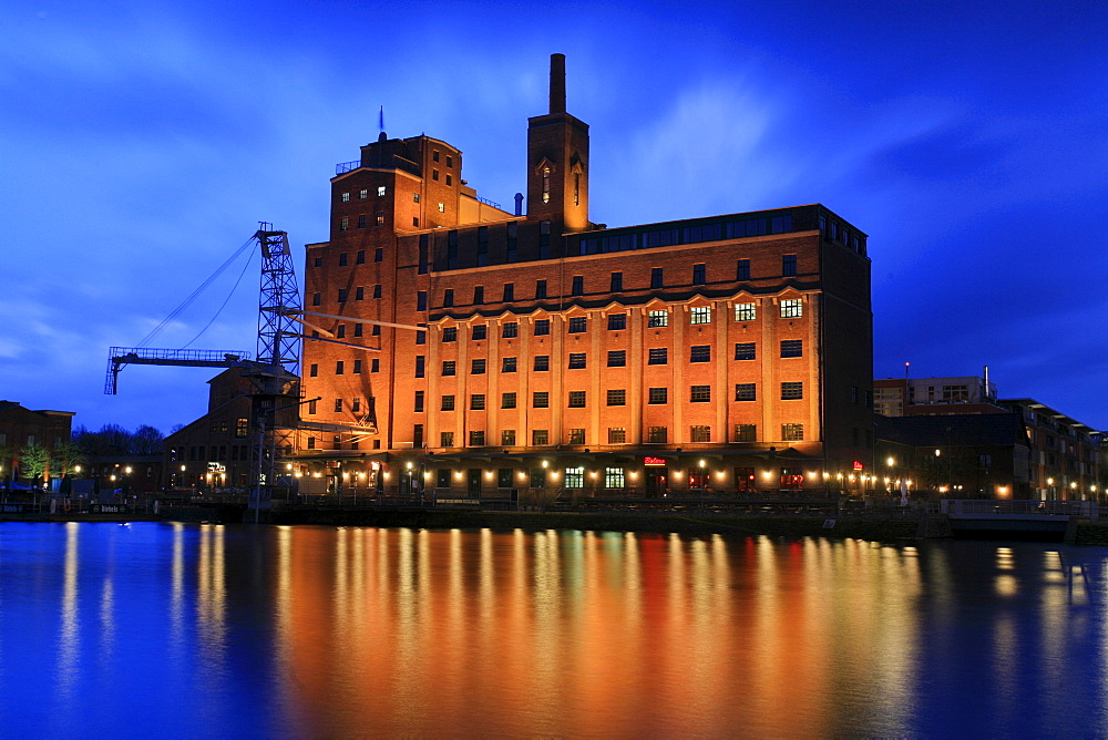 Innenhafen Harbour and the Business Kontor building, formerly the Werhahn Muehle or Werhahn Mill, Duisburg, North Rhine-Westphalia, Germany, Europe