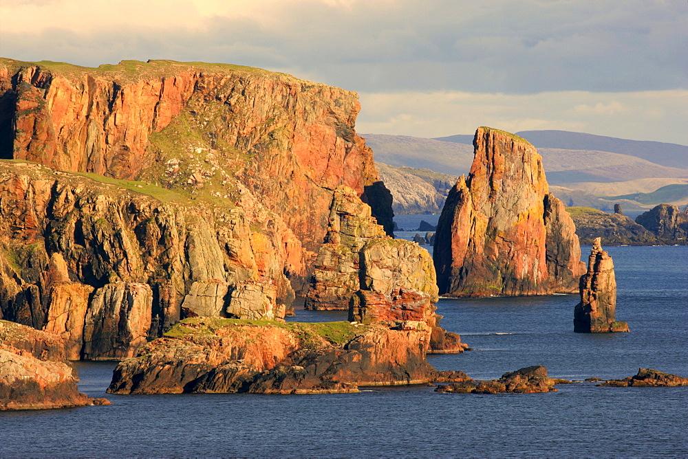 Rock formations, steep cliffs, crags, Stoura Pund near Hillswick Northmavine, North Mainland, Shetland Isles, Scotland, UK