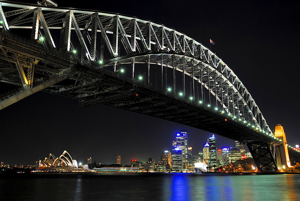 Harbour Bridge and Sydney Opera House at night, Sydney, New South Wales, Australia