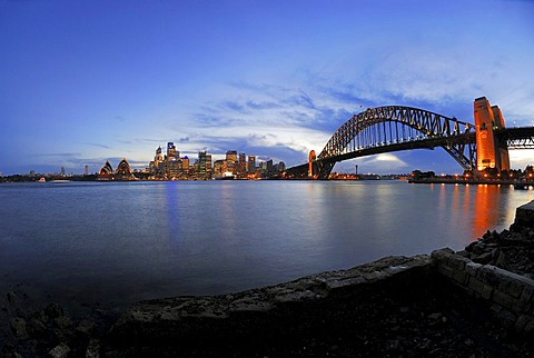 Skyline of Sydney, Sydney Opera House and Harbour Bridge, twilight, Sydney, New South Wales, Australia