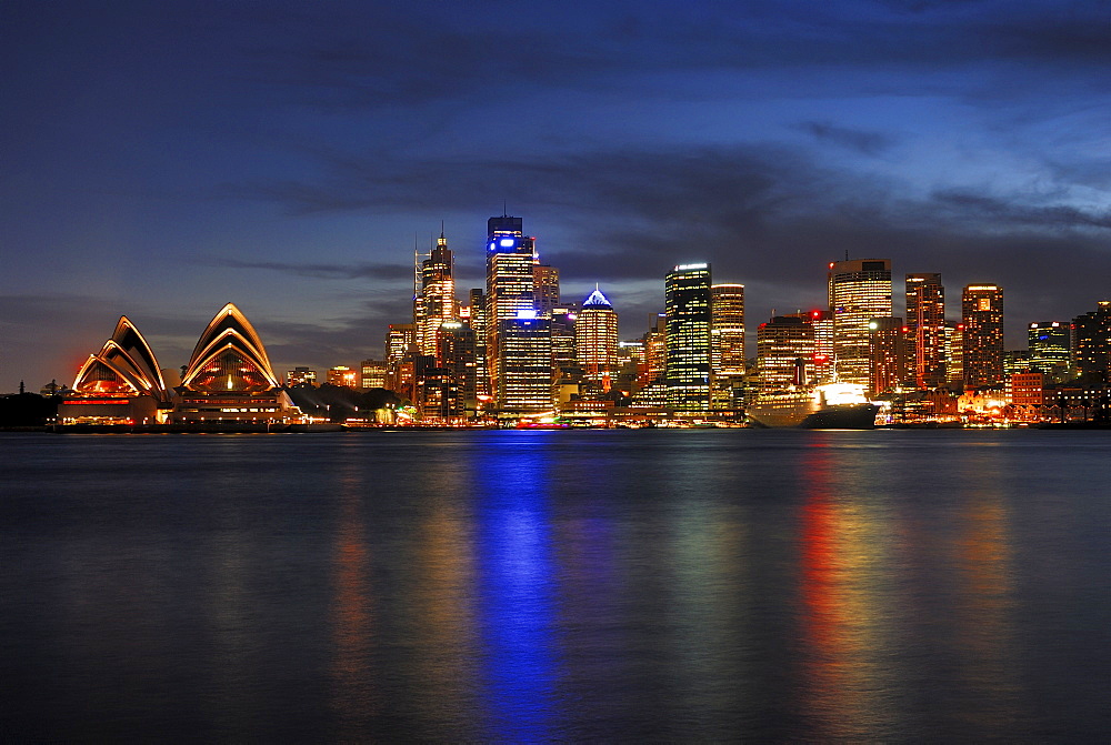 Skyline of Sydney, Sydney Opera House and Queen Mary 2 luxury liner, twilight, Circular Quay, Sydney Cove, Sydney, New South Wales, Australia