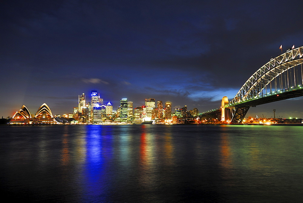 Sydney skyline at dusk, the Opera House and Harbour Bridge, Sydney, New South Wales, Australia