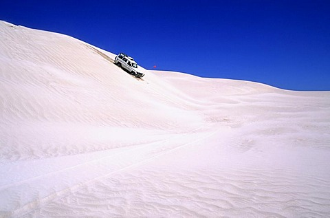 Jeep driving through dunes, white dunes north of Perth, Australia