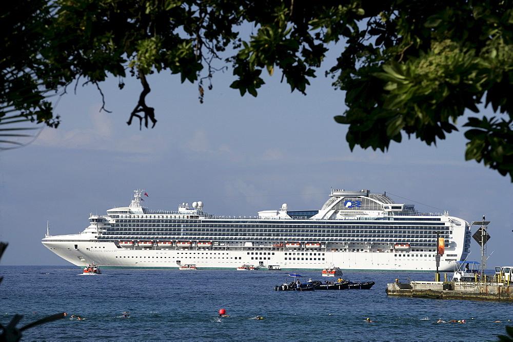 Cruise line at the coast of Big Island, Hawaii, USA