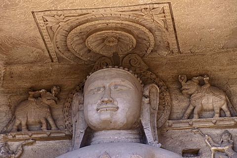 Jain Statue of a Tirthankara, at the way up to the Gwalior Fort, Gwalior, Madhya Pradesh, Zentralindien, Indien, Suedasien, Asien
