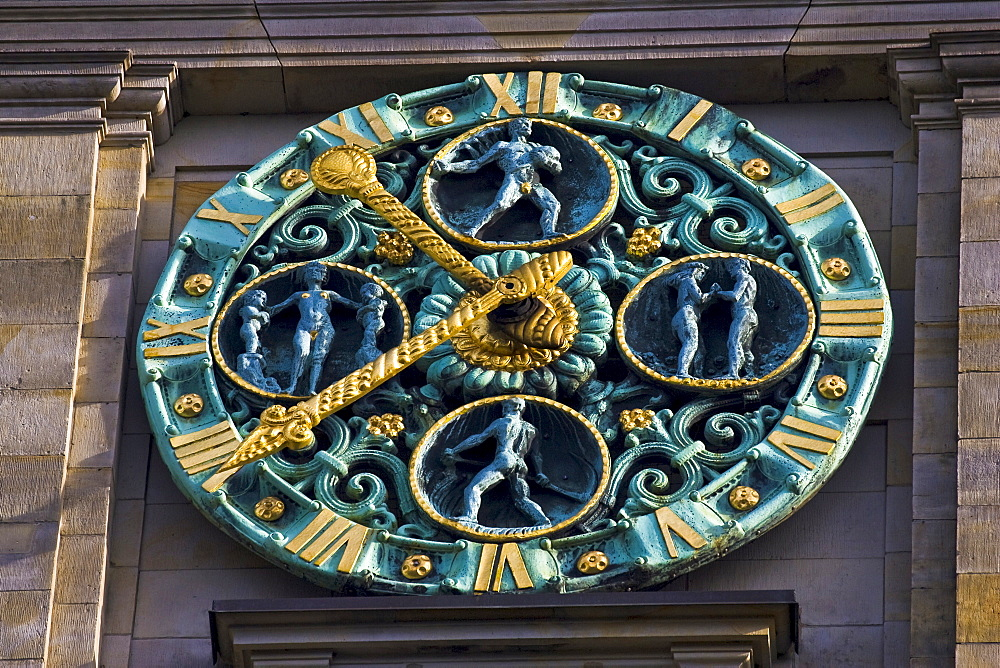 Clock, Handelskammer (Chamber of Commerce) building in Hamburg, Germany, Europe
