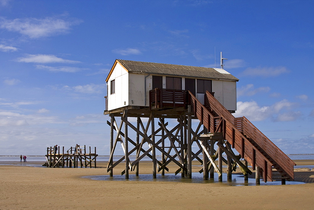 Building on stilts on the beach at the seaside resort of St. Peter Ording, North Sea coast, North Frisia, Schleswig-Holstein, Germany