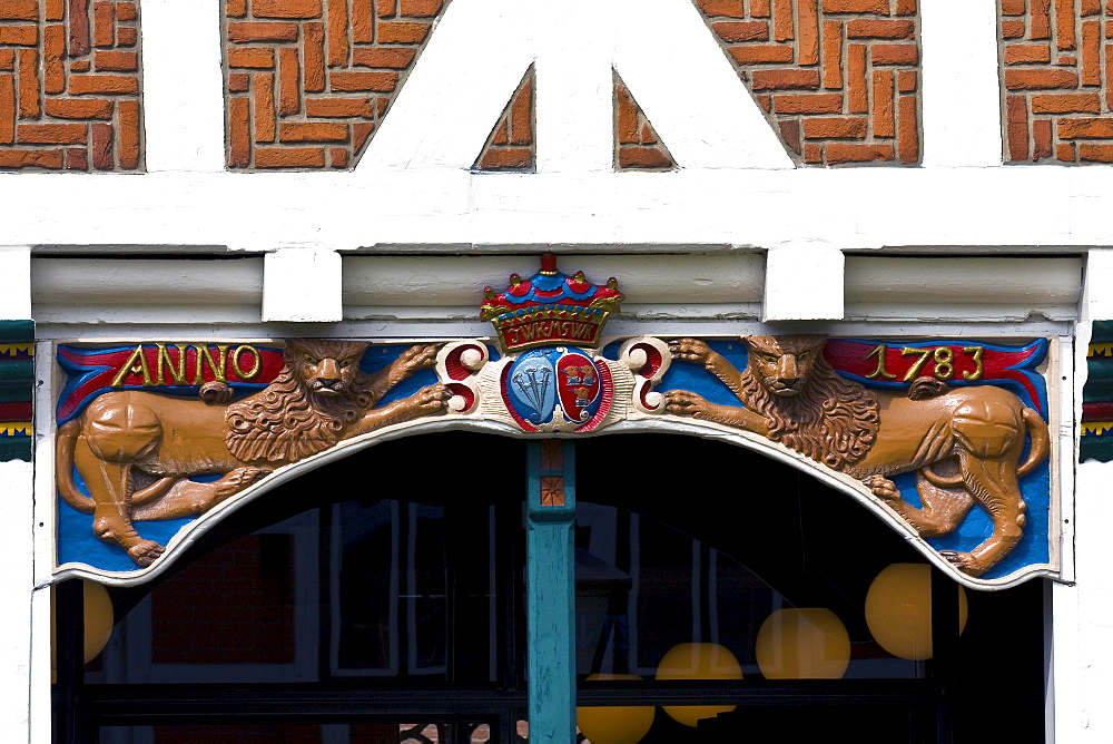 Coat of arms and lions adorning the timber framed or timber-frame town hall building in Jork, Altes Land, Lower Saxony, Germany, Europe