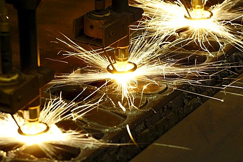 Bulky plate treatment - cutting with a cutting torch. Mechanical manufacturing. - 832-363656